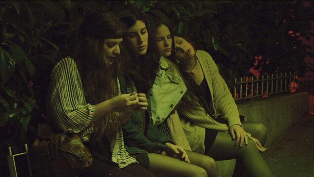 Las amigas de Àgata (Marta Verheyen, Laura Rius, Alba Cros, Laia Alabart, 2015) – FILMIN