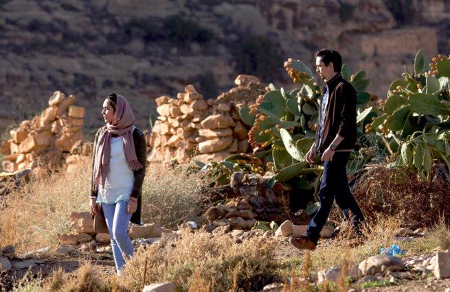 """Crítica de """"En attendant les hirondelles"""" de Karim Moussaoui: Delitos y faltas"""